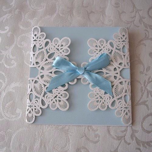 """IBB1005.- Paquete de 50 Invitaciones para Bautizo """"Blue and white Lace"""""""